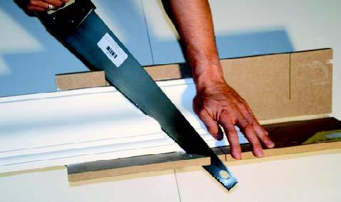 Comment poser une corniche au plafond gypsum art for Comment couper les plinthes en angle